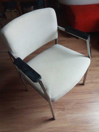 Krzesła biurowe.