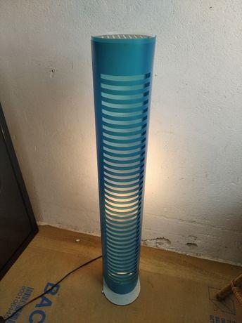 Lampa do pokoju młodzieżowego stojąca