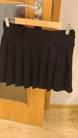 Czarna krótka plisowana spódniczka rozmiar M
