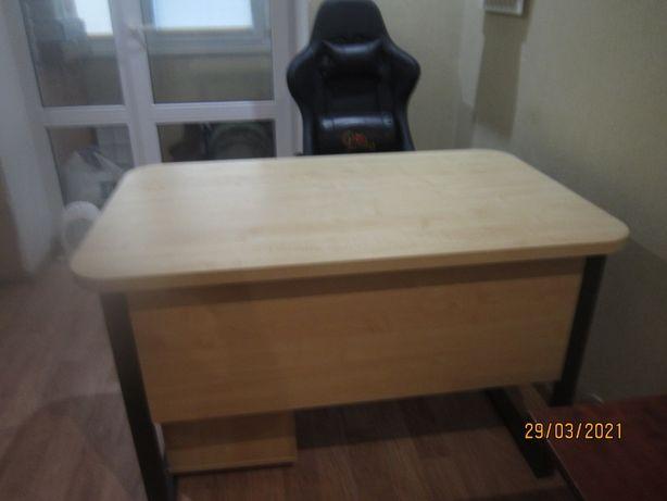 Качественный письменный, компьютерный стол и тумба передвижная Срочно.