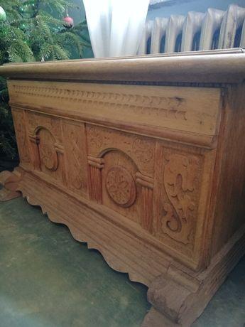 Skrzynia drewniana rzezbiona kufer