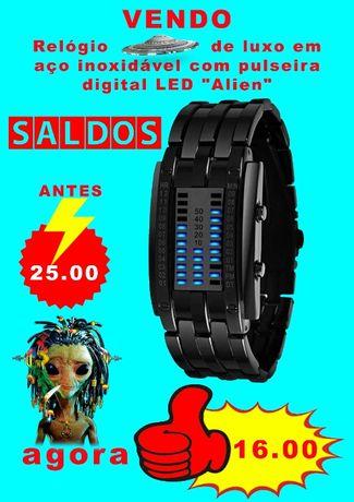 Relógio LED Alien