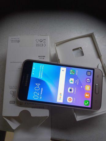 Продам смартфон Samsung Galaxy j1