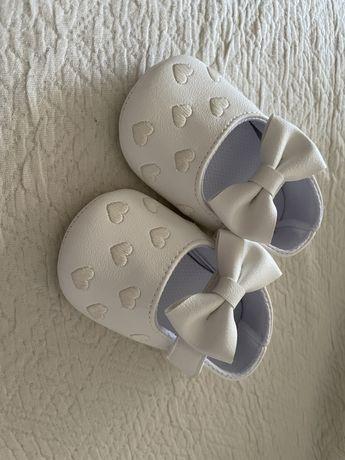 Sapatos bebe novos