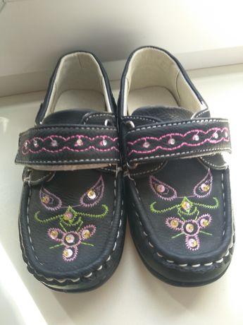 Симпатичные туфельки на девочку