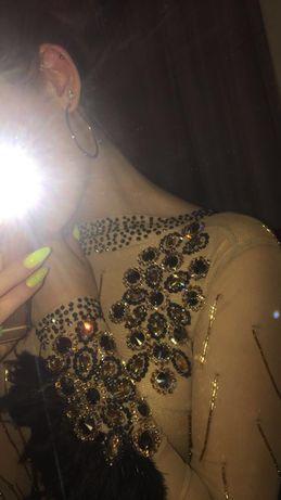 Nowa sukienka zdobiona do łaciny