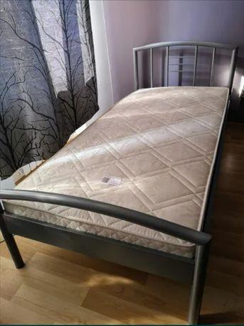 Łóżko z materacem użyte raz