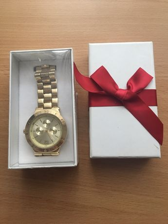 Продам Часы наручные hm,подарок на 8 Марта