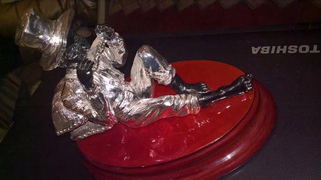 músico estatueta prateada folha prata