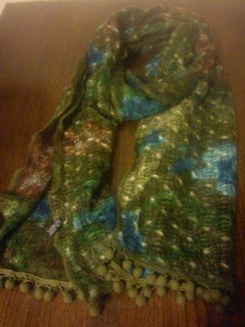 szalik wełniany odcień zielony z niebieskimi dodatkami
