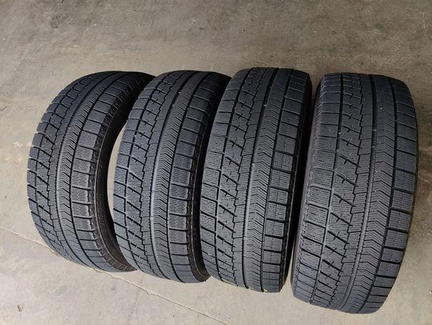 Зимняя резина R17 215/55 Bridgestone Blizakk VRX