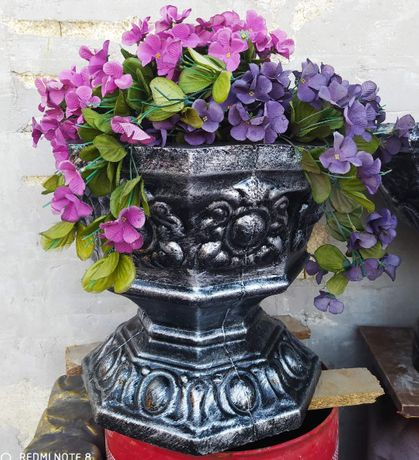 Вазы, цветники, вазоны и садово архитектурные элементы.