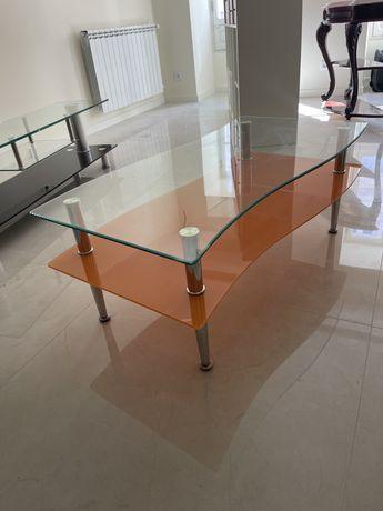 Mesa de centro em vidro transparente e laranja