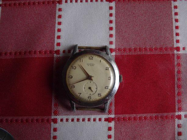 Relógio antigo, movimento mecânico, corda manual - coleção