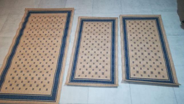 vendo conjunto de três tapetes de quarto