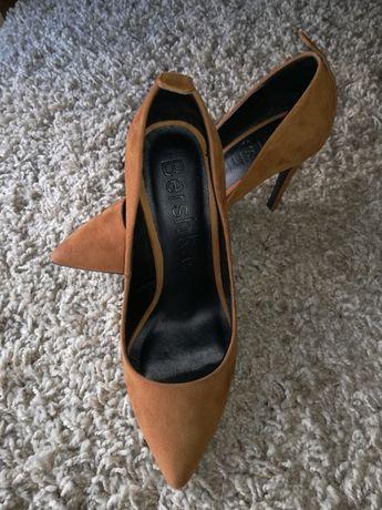 Sapatos nº37 praticamente novos