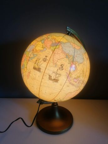 Podświetlany globus historyczny