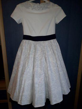 Śliczna elegancka sukienka