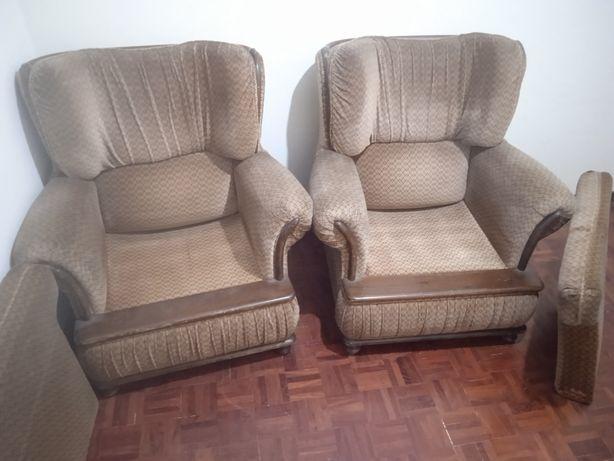 2 sofás clássicos