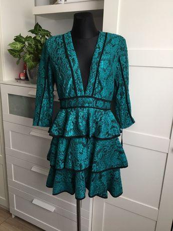 Prettylittle sukienka mini z falbanami V dekoltem 40