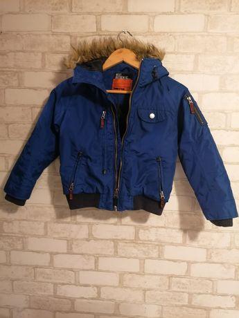 Продаю детскую демисезонную курточку на мальчика р. 122-128