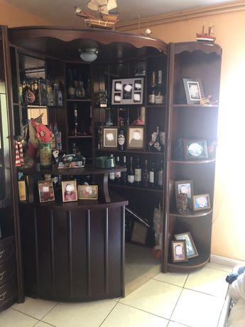 Bar, móvel e estantes