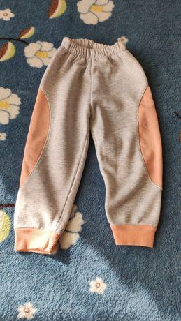 Продам  спортианые штанишки на девочку!