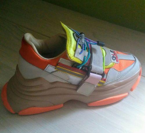 Крутые кроссовки.Размер 37