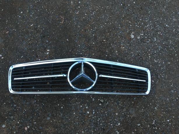 Mercedes SL / SLC , R107 / C107 Grill Atrapa