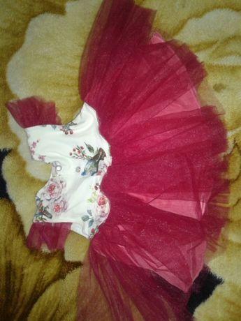 Платье,очень нарядное на 3-5 месяцев