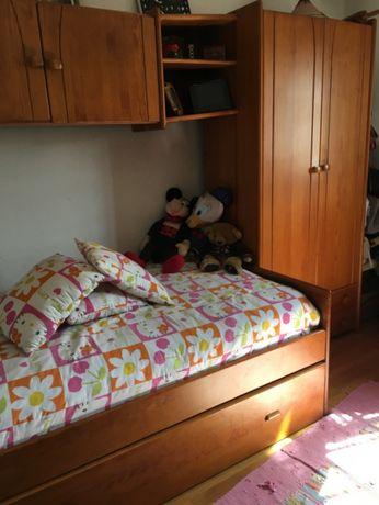 cama, roupeiro, secretaria, estantes e bau