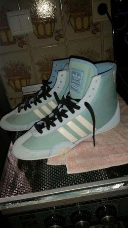 Vendo ou troco ,Ténis Adidas de luta... novos