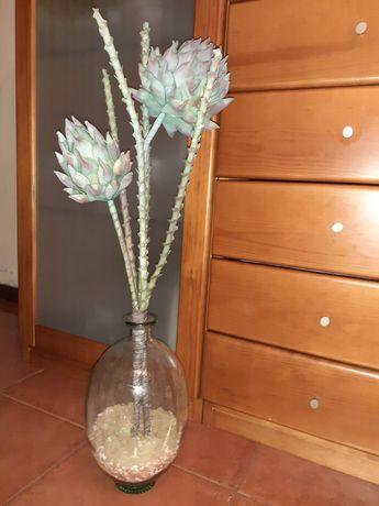 Vendo jarrao em vidro com flores