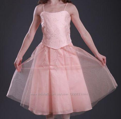 Нарядное платье изумительного цвета персик с балеро на праздник