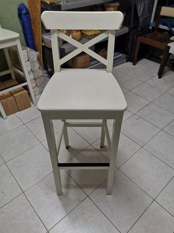 Cadeiras altas de madeira