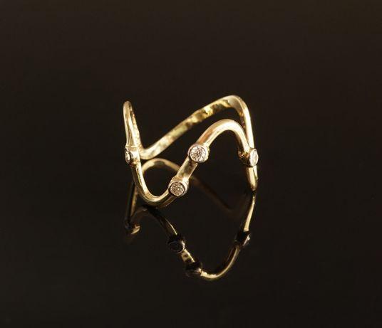 Złoto 585 - złoty pierścionek z cyrkoniami. Rozmiar 12