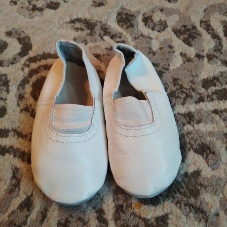 Чешки, балетки кожаные белые