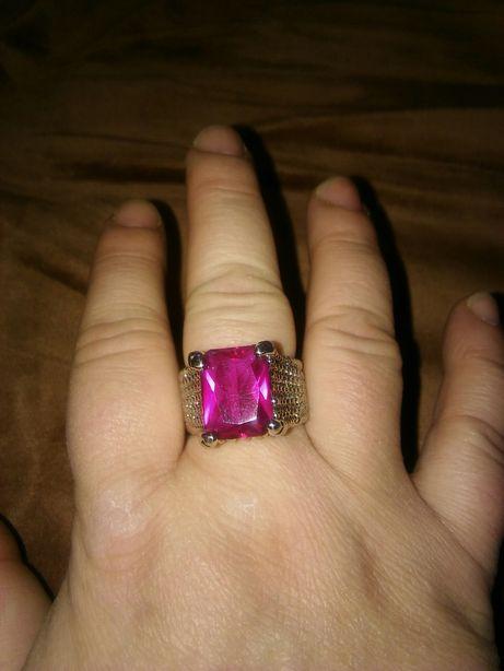 Duży pierścień pierścionek