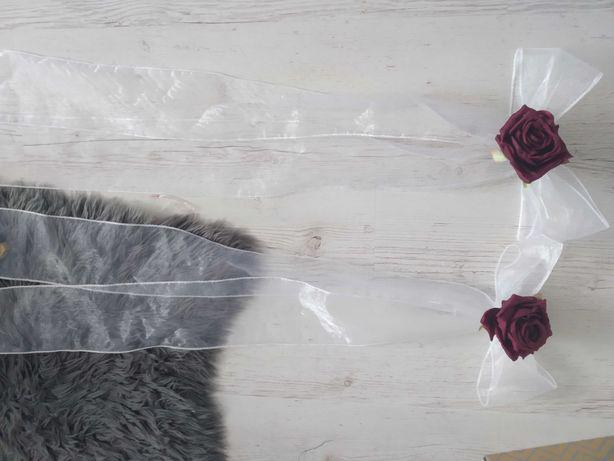 Dekoracje weselne, pozostałości po ślubie w kolorze bordo, beż, różowy