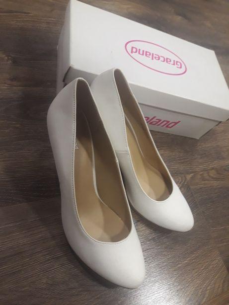 Białe szpilki, jak nowe, buty do ślubu
