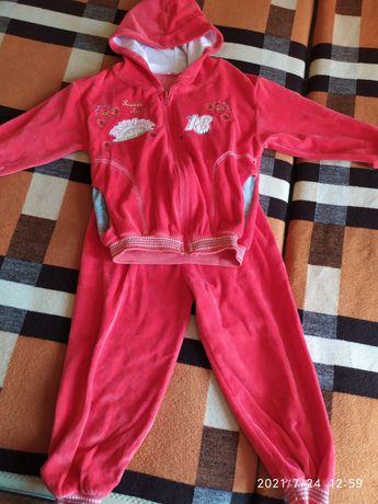 Детский спортивный костюм.