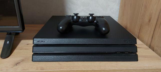 Продам PS4 PRO с памятью на 1tb