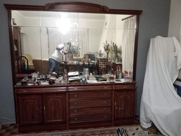 Móvel de sala aparador e espelho