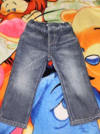 Продам фирменные джинсы на мальчика(осень-весна)