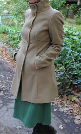 Пальто деми BENETTON размер S, 80%шерсти,состояние отличное