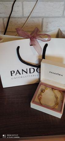 Złota Pandora ściągana z charmsami