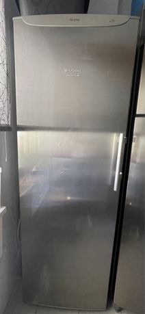Arca frigorífica vertical - Ariston