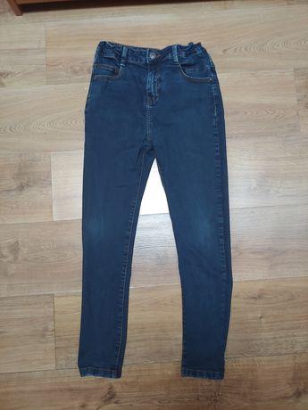 Spodnie chłopięce w rozmiarze 152