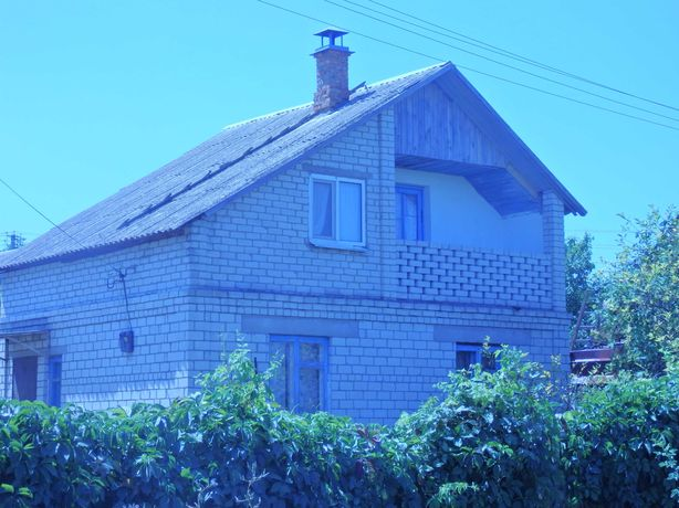 Двухэтажная дача у реки,