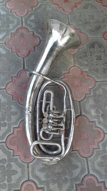музыкальный инструмент Труба